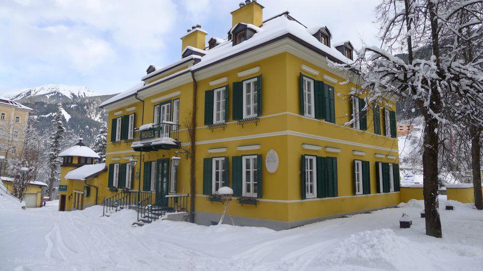 Beispiel: Außenansicht im Winter, Foto: Hotel Villa Solitude.