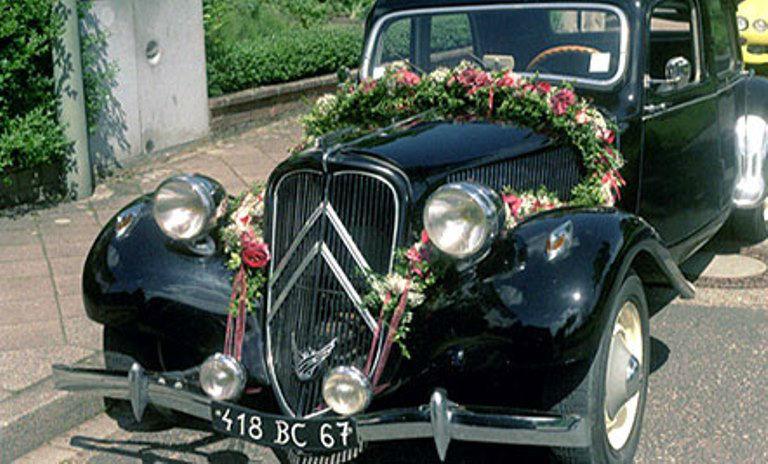 Beispiel: Autoschmuck zur Hochzeit, Foto: Blumen Dürr.