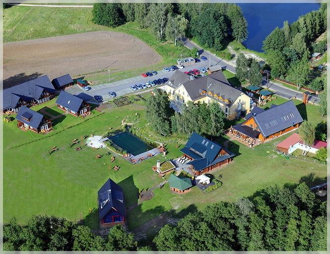 Beispiel: Das Seehotel Anwesen aus der Luft, Foto: Seehotel im Spreewald.