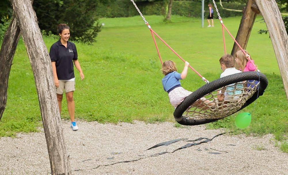 Der große Outdoor Spielplatz ist ein Paradis für Kinder. (Kinderbetreuung kann optional dazugebucht werden)