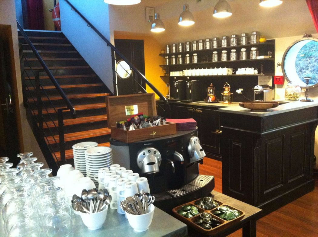 Péniche La Timonerie (bar grand salon)