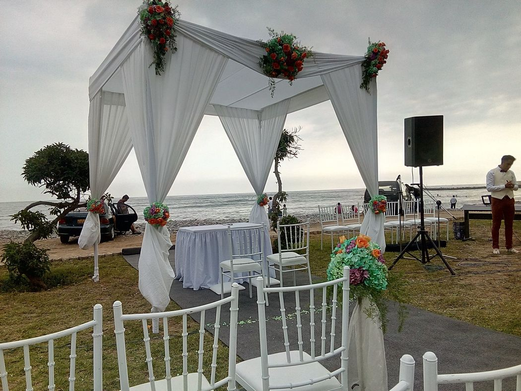 Toldos para ceremonias en la playa