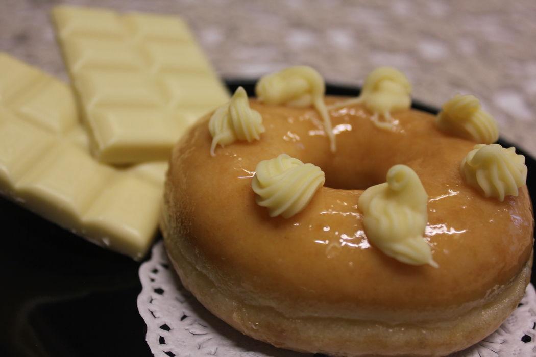 Donut com cobertura de chocolate branco
