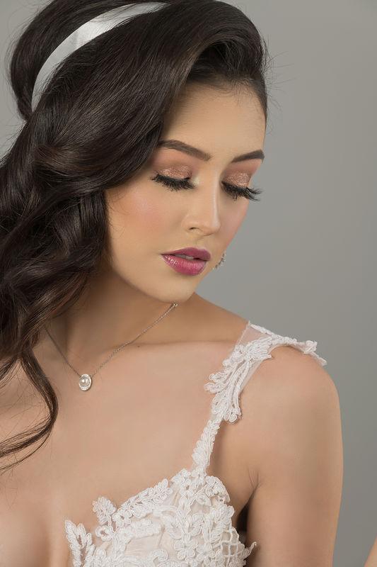 DULCE VEGA makeup artist studio