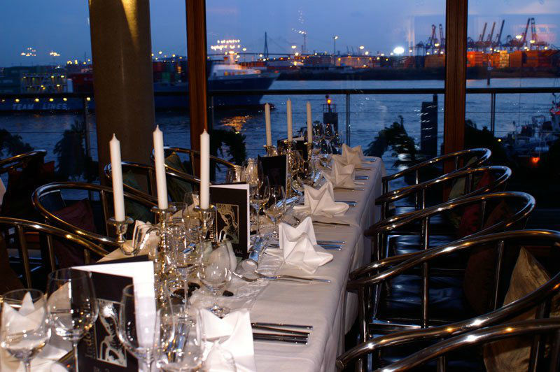 Beispiel: Festtagstafel, Foto: IndoChine waterfront + restaurant.