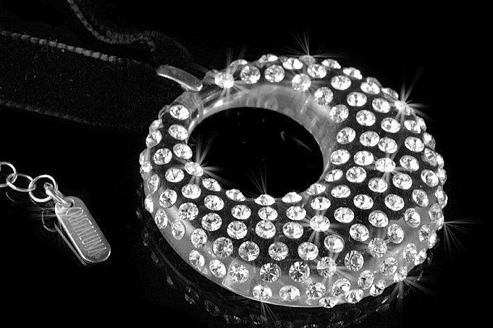 Beispiel: Halskette, Foto: CRISTALUNA.