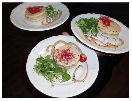 States d'artichaut et foie gras, salade d'herbes et vinaigre balsamique.