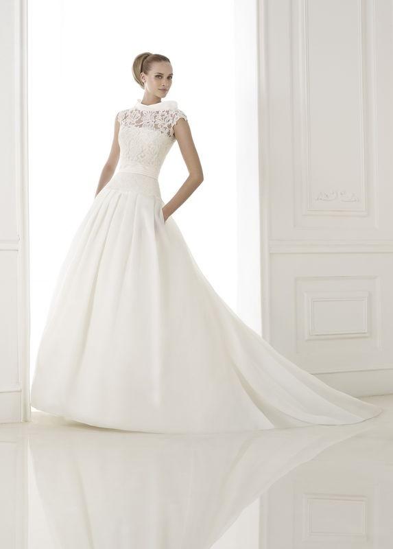 Robe de mariée Atelier Pronovias par votre boutique Confidence Mariage