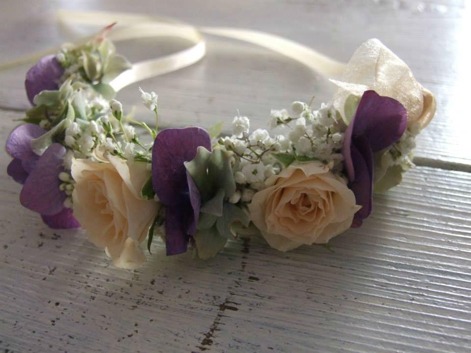 Beispiel: Blumenkranz für die Brautfrisur, Foto: Evelyn Kühr.