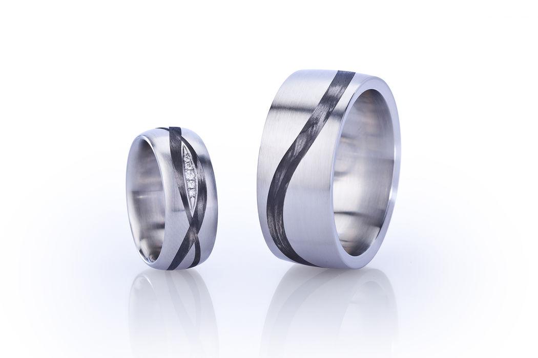 Eheringe in Edelstahl mit Carbon und Diamanten. Diese Ringe wurden von uns im Auftrag hergestellt