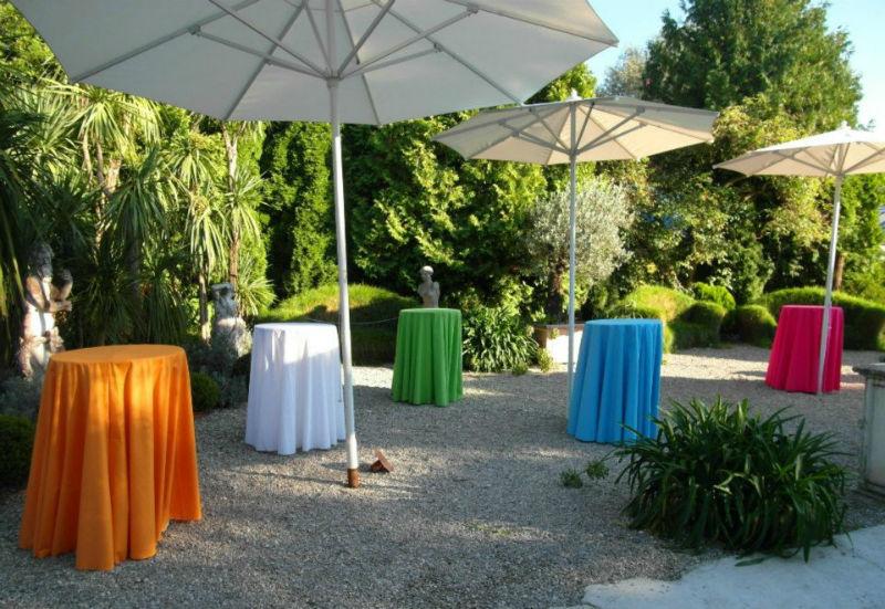 Beispiel: Wunderschöner Garten mit Stehtischen, Foto: Botanikum.