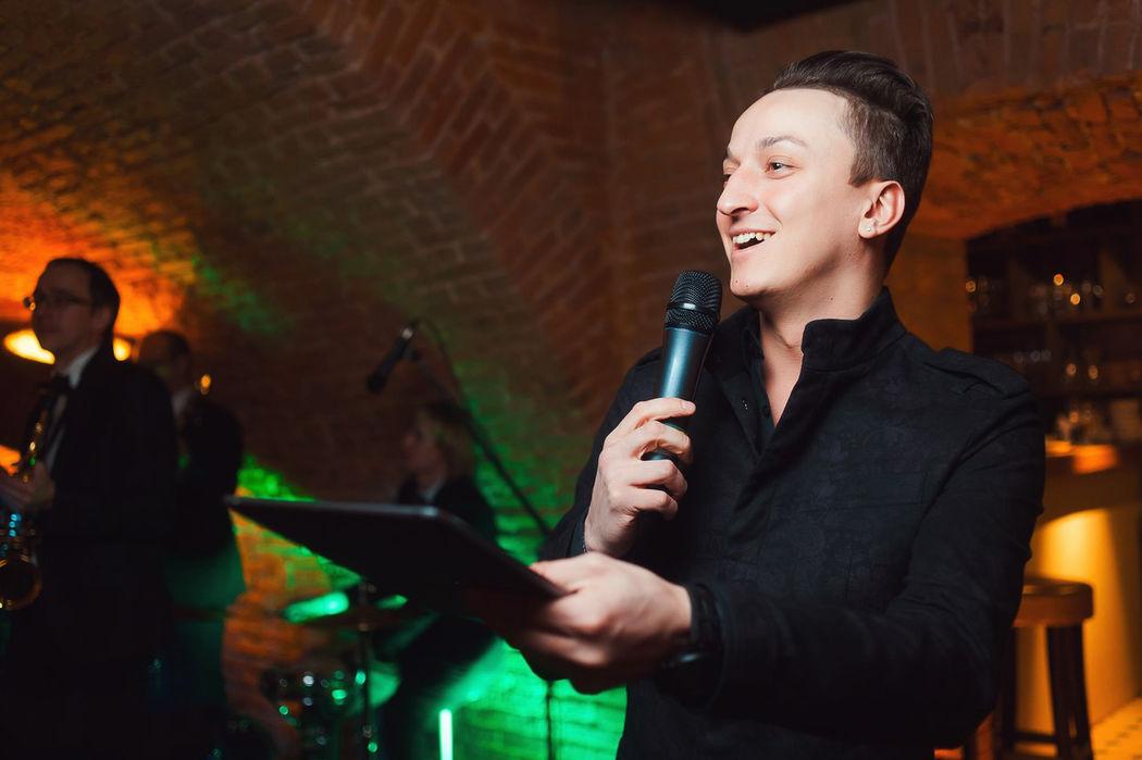 Ведущий Николай Гусляров