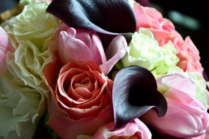 Ramos de Novia Floristika, hemos fabricado cientos de ramos para nuestras novias, siempre con garantia y calidad de esta producción, pasión y emoción ponemos en cada uno de ellos.