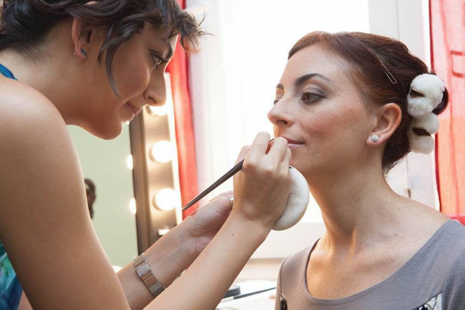 Make up Carla Aledda dettaglio applicazione Lipgloss