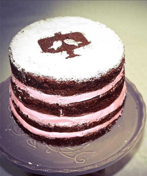 Buscamos estar actualizados conforme a las tendencias que van apareciendo. A propósito ¿te gustaría tener un naked cake?, ¿qué tal unos mini naked cakes? se ven lindísimos...