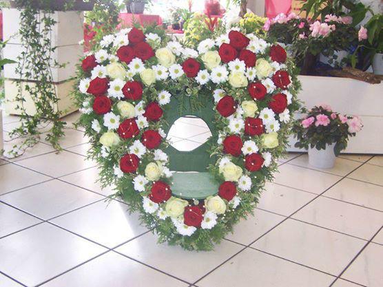 Beispiel: Herz aus Blumen, Foto: Blumenwerk Saarbrücken.