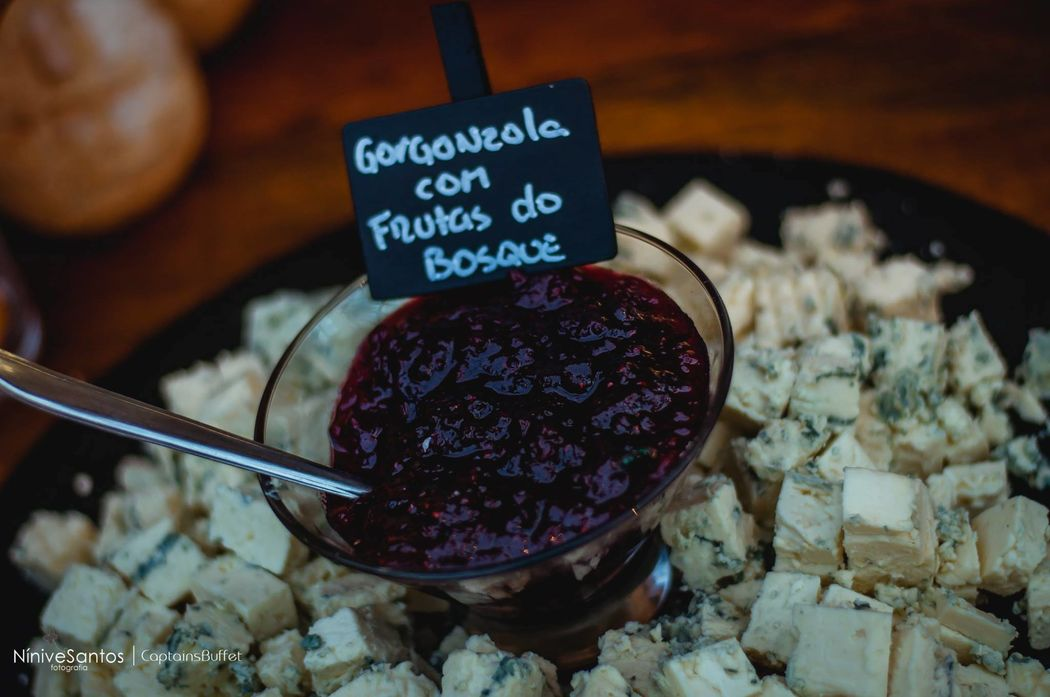 Gorgonzola com Frutos do Bosque - Mesa de antepastos