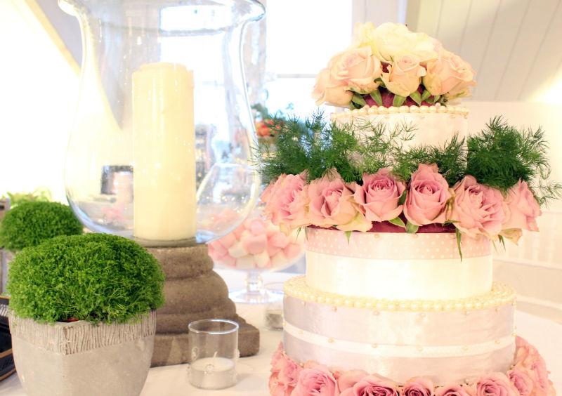 Composition d'un gâteau floral