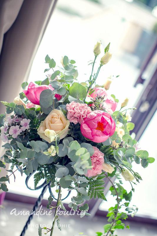Mille et une organisations de prestige  Composition florale pour trépied de cérémonie