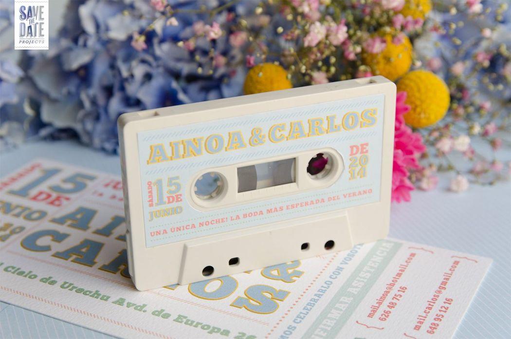 Etiqueta creada para el cassete de la Invitación de boda personalizada con estética de entrada de concierto.