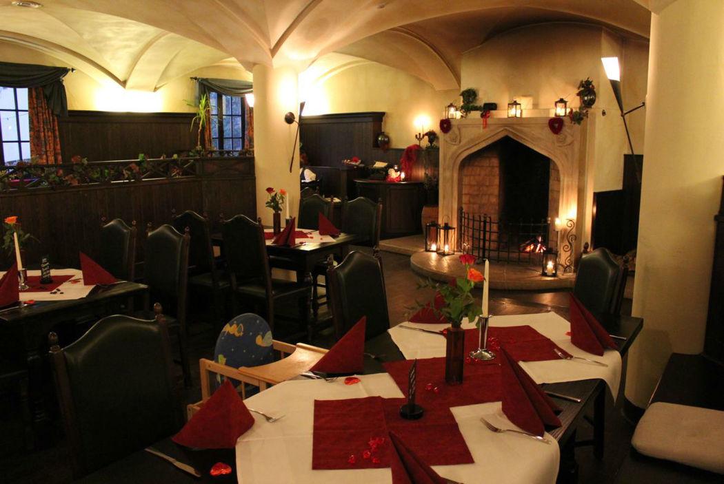 Beispiel: Klosterschänke - Blick auf Kamin, Foto: Hotel Restaurant Klosterhof.