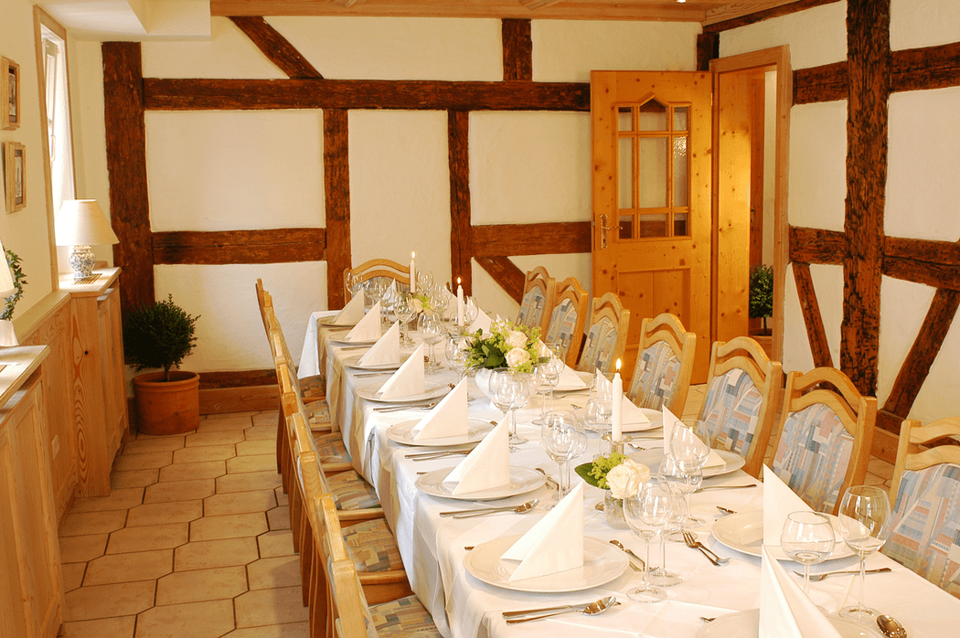 Beispiel: Restaurant - Tafel, Foto: Landgasthof Weisser Löwe.