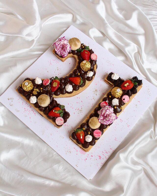 GiftzBag Cakes N Bake Wedding cake shop