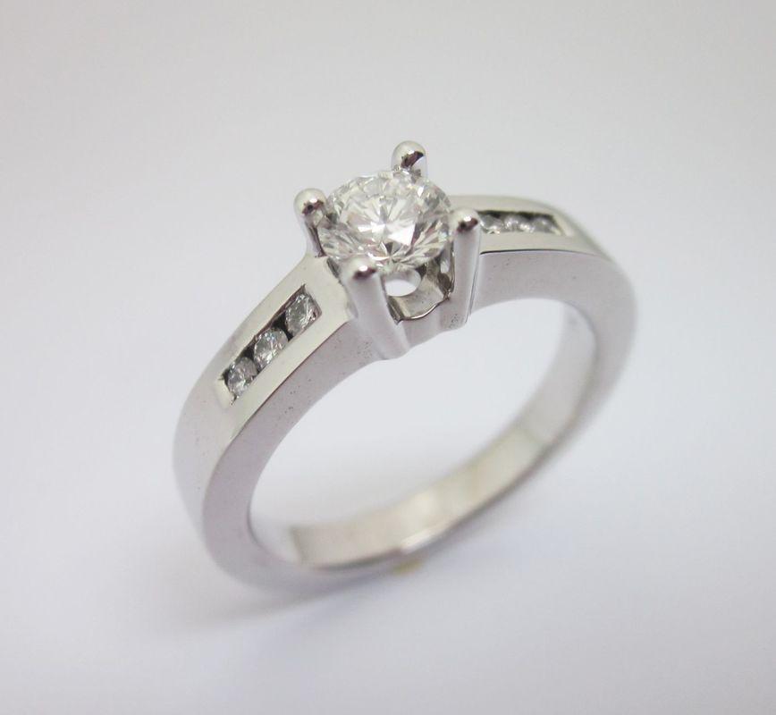 Anillo de compromiso, 50 puntos de diamantes de alta calidad. Oro blanco