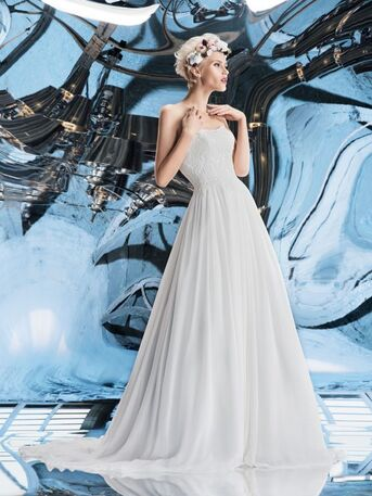 Свадебное платье А-силуэта с корсетом из аленконового кружева и шифоново юбки от Helen Miller