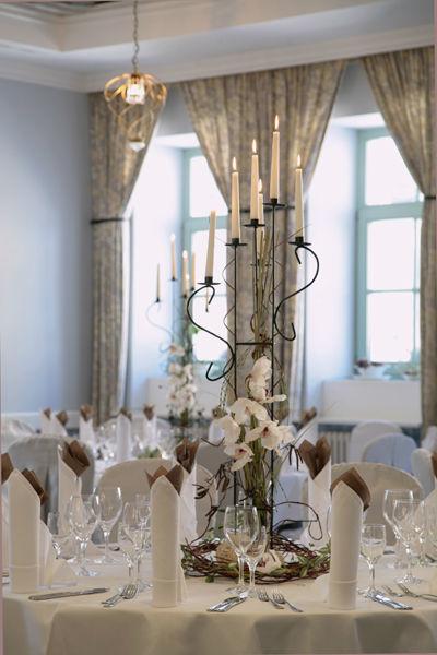 Beispiel: Fliederhof - Tischdekoration, Foto: Schlosshotel Pillnitz.