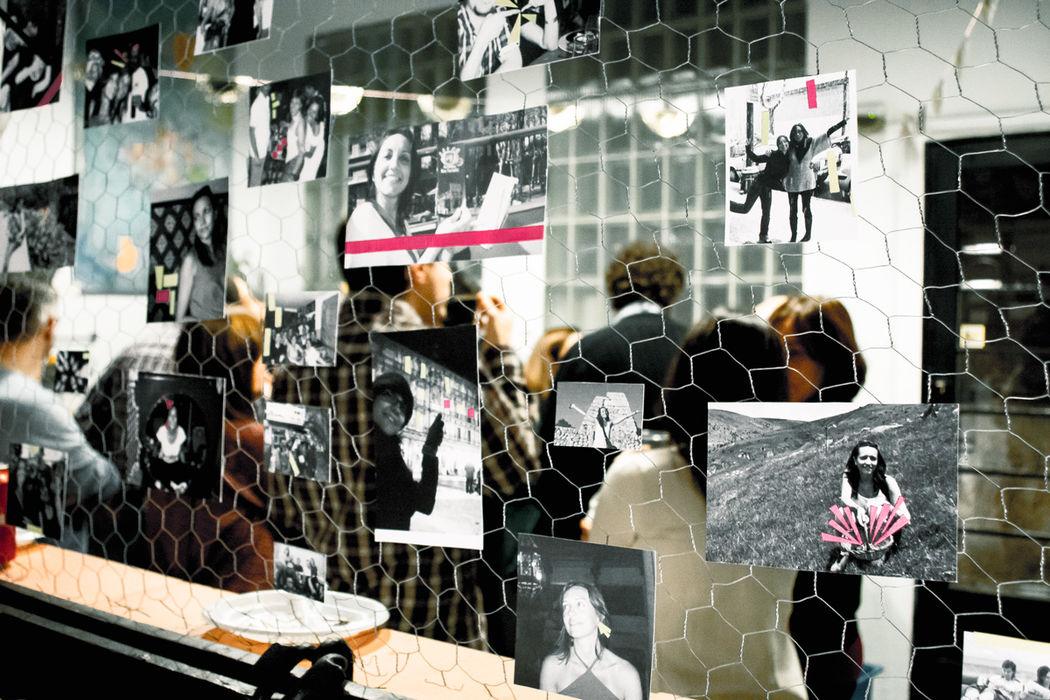 Photo Wall + Washi tape by shöckinwindöws.com #HappyBirthday #happy40 #cumple #feliz40 #cumpleañosfeliz #deco #evento #party #handmade #Washitape