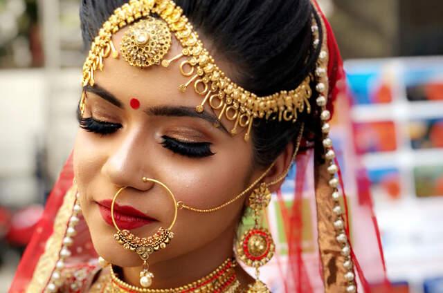 Apra Makeup