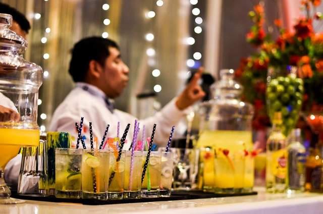 Cócteles & Vinos Open Bar