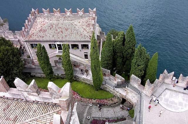 Castello Lake Front Hotel